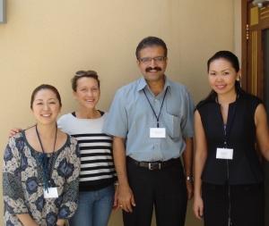 V družbi z dr. Mayuko Amemiya Horiguchi, Japonska(levo) in dr. T. C. Satish, Dubaj (desno).